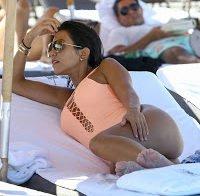 O corpo de Kourtney Kardashian de biquini 2016