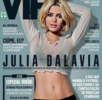 Actriz brasileira Julia Dalavia despida (revista VIP)