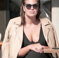 Ashley Graham de decote generoso
