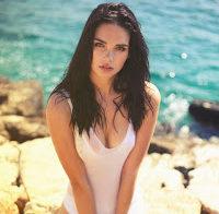 Portuguesa Sara Coelho despida (Playboy Grécia)