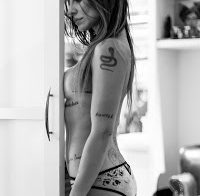 Cleo Pires publica fotos em topless