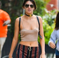 As maminhas de Kendall Jenner à solta (sem soutien)