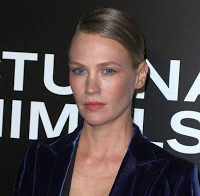 January Jones abusa no decote