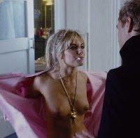 As mamas de Sienna Miller em 2004 (topless)