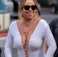 Mariah Carey passeia sem soutien