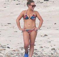 Hillary Duff deslumbra de biquíni