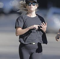 Reese Witherspoon faz desporto em spandex