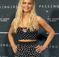 Jennifer Lawrence com decote interessante