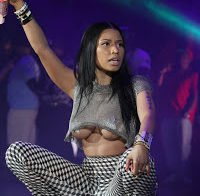 As mamas de Nicki Minaj (underboob)