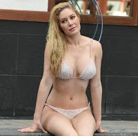 O corpo de Heidi Montag de biquini