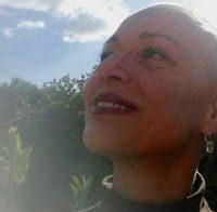 Carla Andrino de cabelo rapado