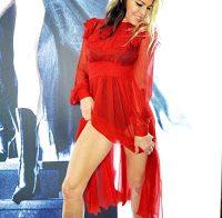 Fergie a mostrar as belas pernas que tem