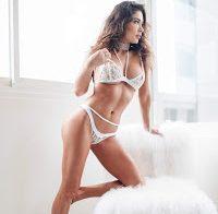 Arianny Celeste sexy em lingerie branca