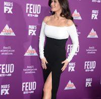Catherine Zeta Jones de vestido apertado