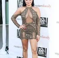 Ariel Winter exibe os atributos