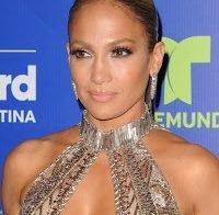 Jennifer Lopez exibe o corpo