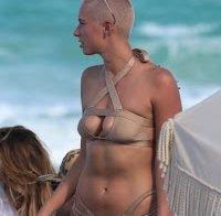 Julieanna Goddard a exibir o corpo nas praias de Miami