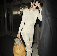 Kendall Jenner usa roupa transparente