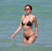 Aida Yespica deslumbra na praia