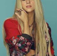 Shakira capa da cosmopolitan mostra o seu corpo