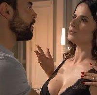 Dina Félix em mais uma cena de lingerie
