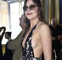 Dakota Johnson com grande decote