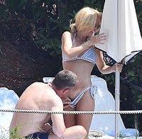 Gillian Anderson sexy de biquini