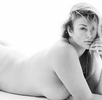 Hunter McGrady posa nua