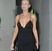 Joanna Krupa sexy de vestido preto