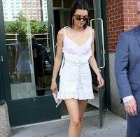 Kendall Jenner usa vestido transparente