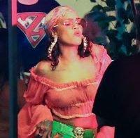 Rihanna apanhada a usar roupa transparente