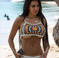 Chloe Khan com biquíni transparente