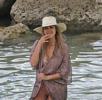 Jessica Alba em biquini (férias 2017)