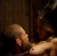 Actriz Anna Hutchison topless (2017)