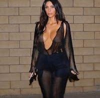 Kim Kardashian já nem tenta disfarçar