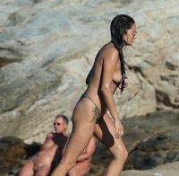 Shay Mitchell faz topless
