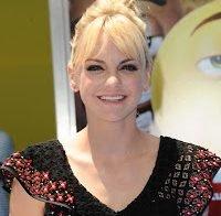 """Anna Faris fala do Chris Pratt: """"Eu amo estar apaixonada"""" e inspirar as pessoas"""
