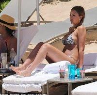 Jessica Alba de biquíni na praia