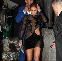Jennifer Lopez praticamente nua e com roupa transparente