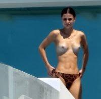 Lena Meyer em topless na Grécia