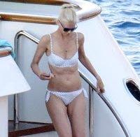 O corpo de Claudia Schiffer aos 47 anos