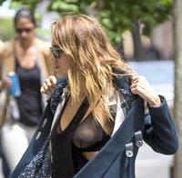As mamas de Jessica Alba (roupa transparente)
