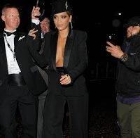 Rita Ora esqueceu-se de parte da roupa?