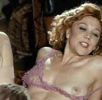 Actriz Maggie Gyllenhaal nua em cenas de sexo (2017)