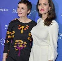 Angelina Jolie muito sexy de vestido