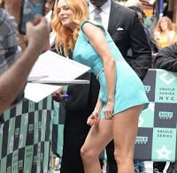 Heather Graham sexy de vestido azul