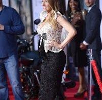 Scarlett Johansson com grande decote