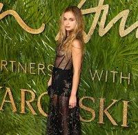 Amelia Windsor em gala com vestido transparente (2017)