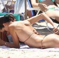 Alessandra Ambrosio incrível na praia