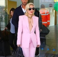 Lady Gaga decide sair à rua só de casaco, sem soutien